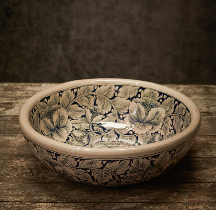CLASSIC B&W BOWL WITH FLORAL DECORATION